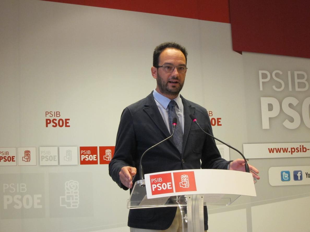 Hernando dice que el domingo se elige entre «el egoísmo de PP y la justicia de PSOE»