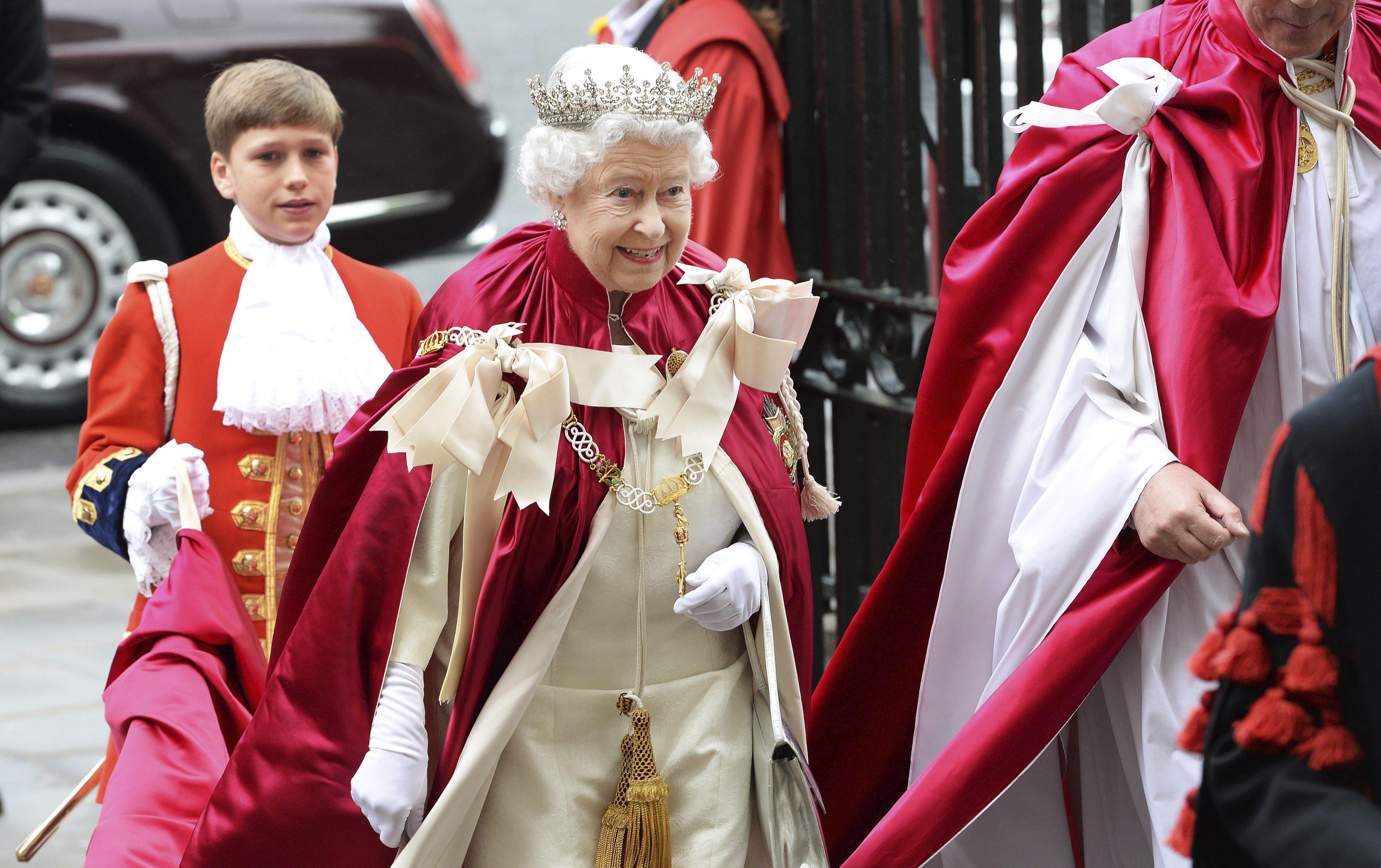 Isabel II pide «sanar» las divisiones por el referéndum escocés