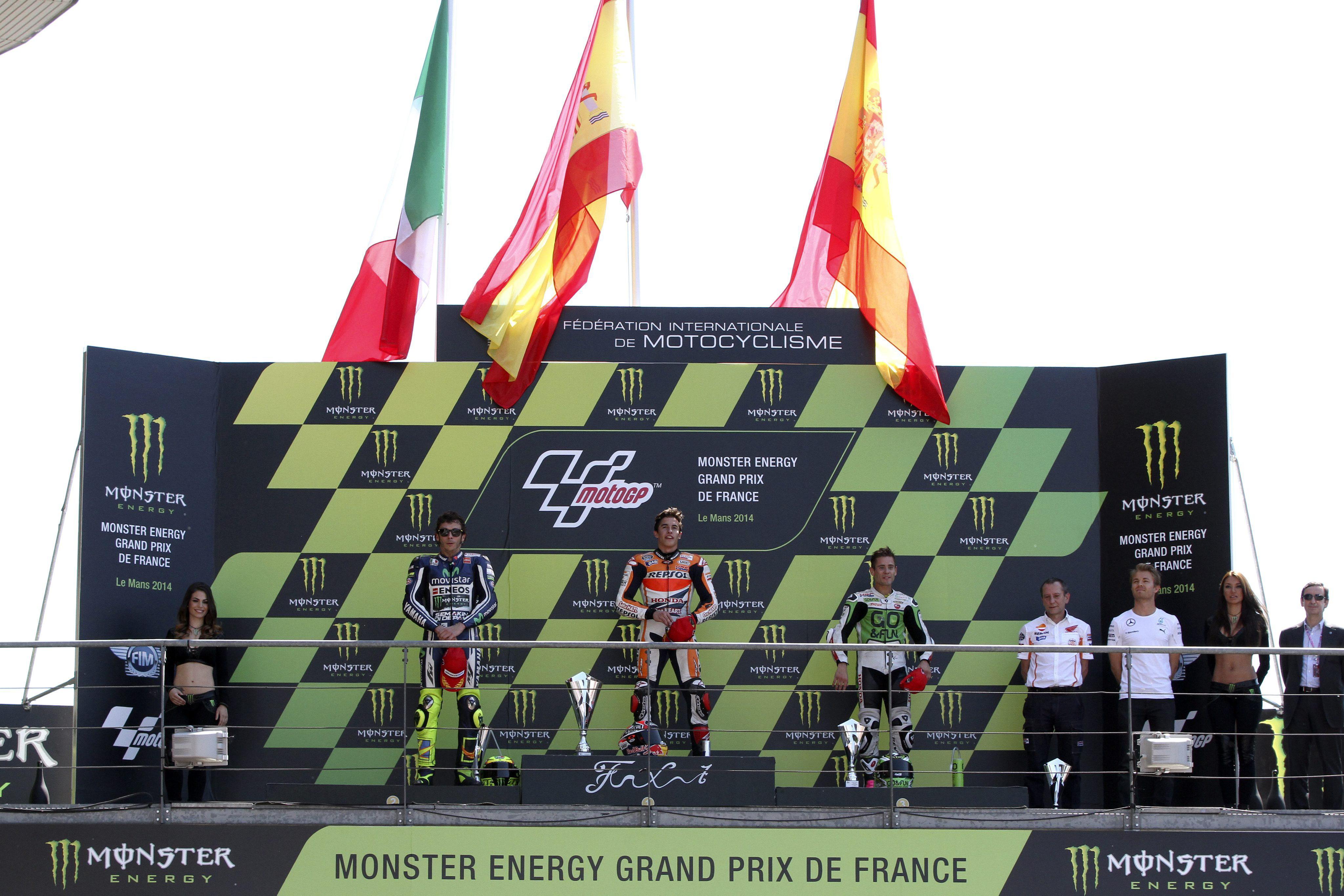 Márquez gana su quinta carrera consecutiva tras una gran remontada