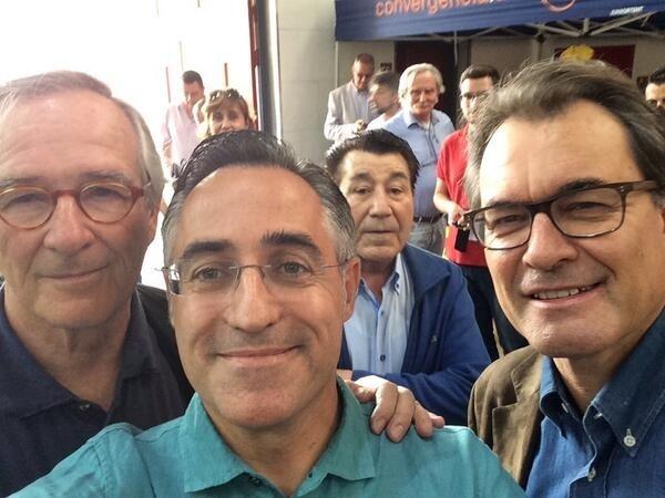 Tremosa se suma a la moda de los »selfies» y se fotografía con Mas y Trias