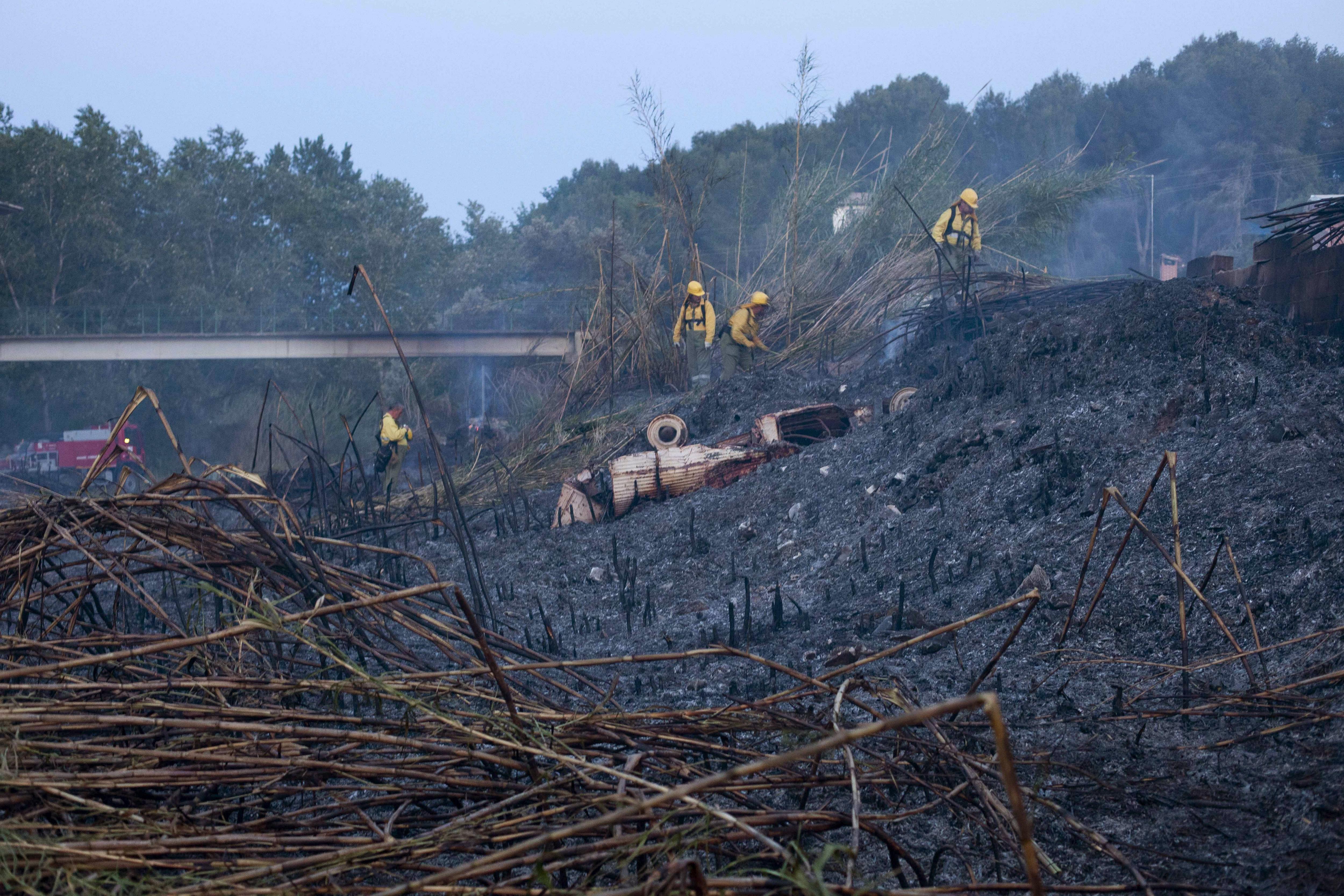 El incendio de Manises sigue estabilizado y ha arrasado unas 30 hectáreas