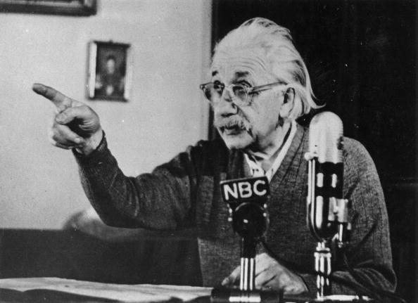 La velocidad de la luz podría ser menor a la calculada por Einstein