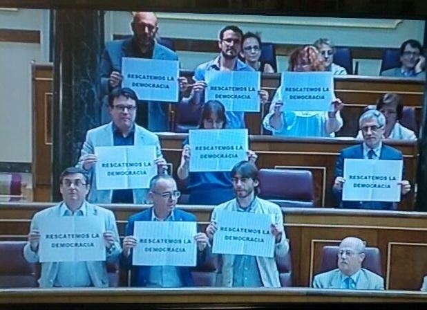 Diputados de IU-ICV, PNV, ERC y BNG se niegan a votar en el Congreso el »macrodecreto» que cambia leyes de 9 ministerios