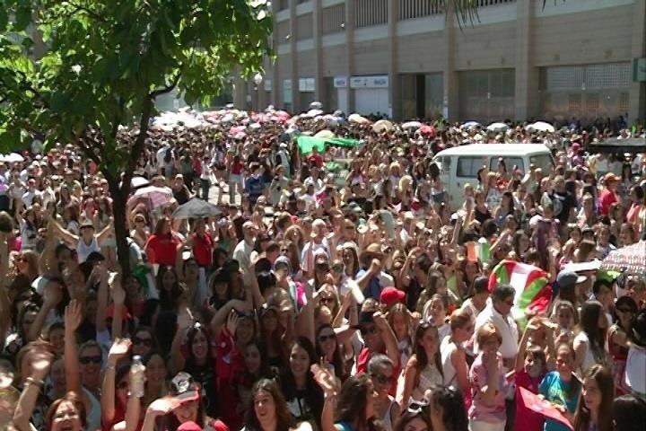 Fans de One Direction colapsan los alrededores del estadio Vicente Calderón