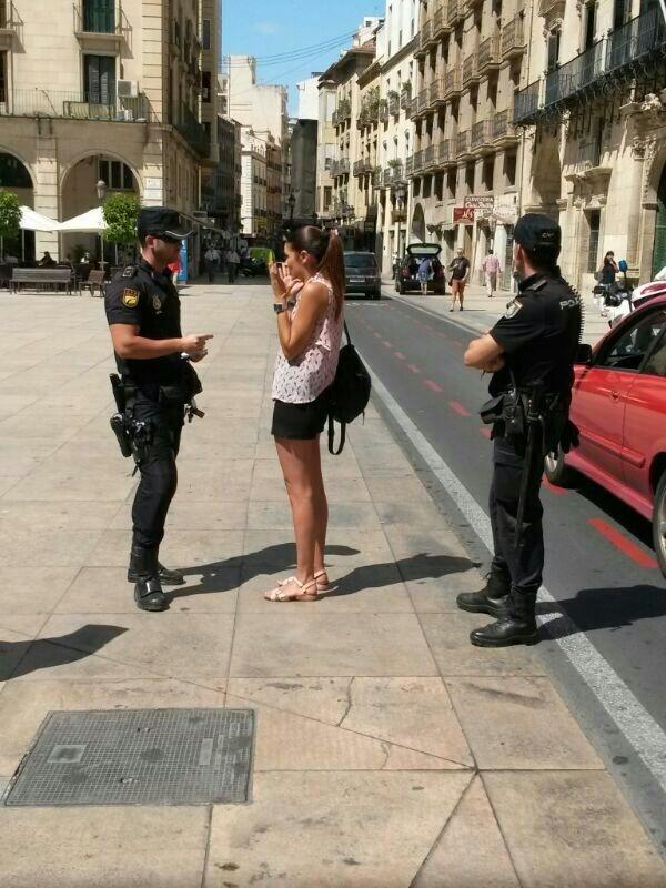 Mollà (Compromís) denuncia que la Policía la ha pedido identificarse por dar un rueda de prensa en la calle