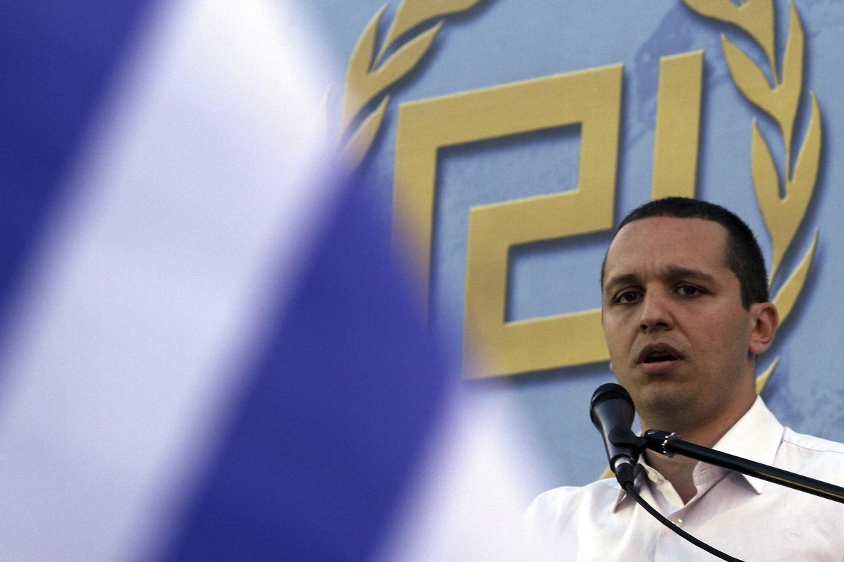 Prisión preventiva para el portavoz del grupo parlamentario neonazi griego