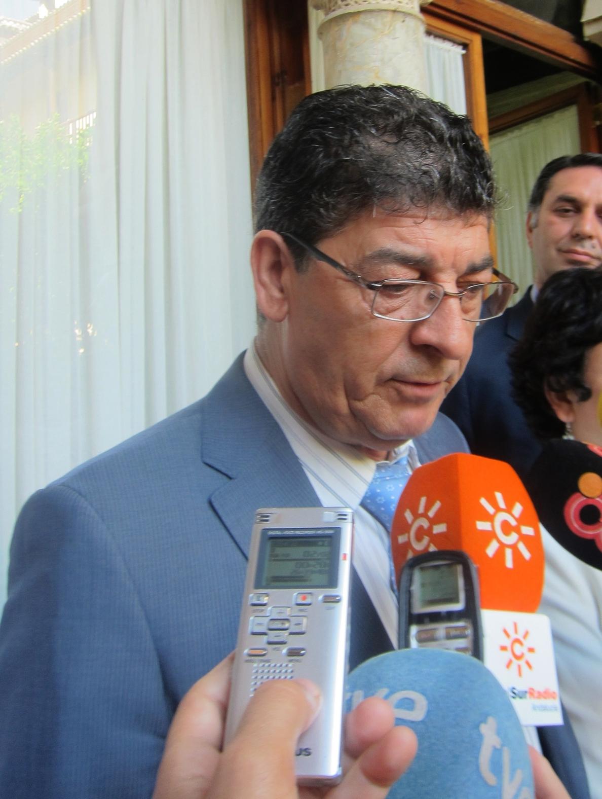 Valderas acusa al Gobierno de «robar» al campo andaluz y lamenta que Asaja apoye el recorte de los fondos de la PAC