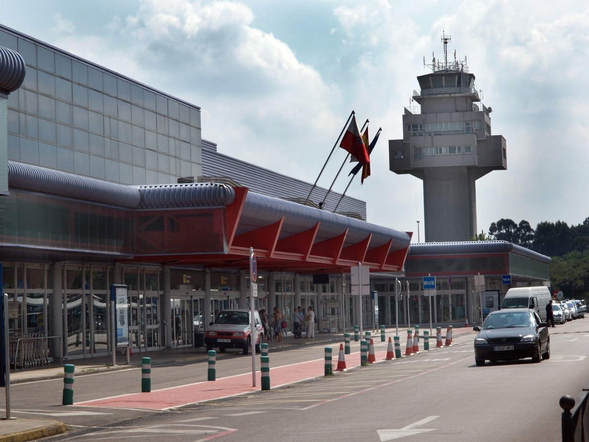 El aeropuerto pierde un 23% de pasajeros en el primer semestre