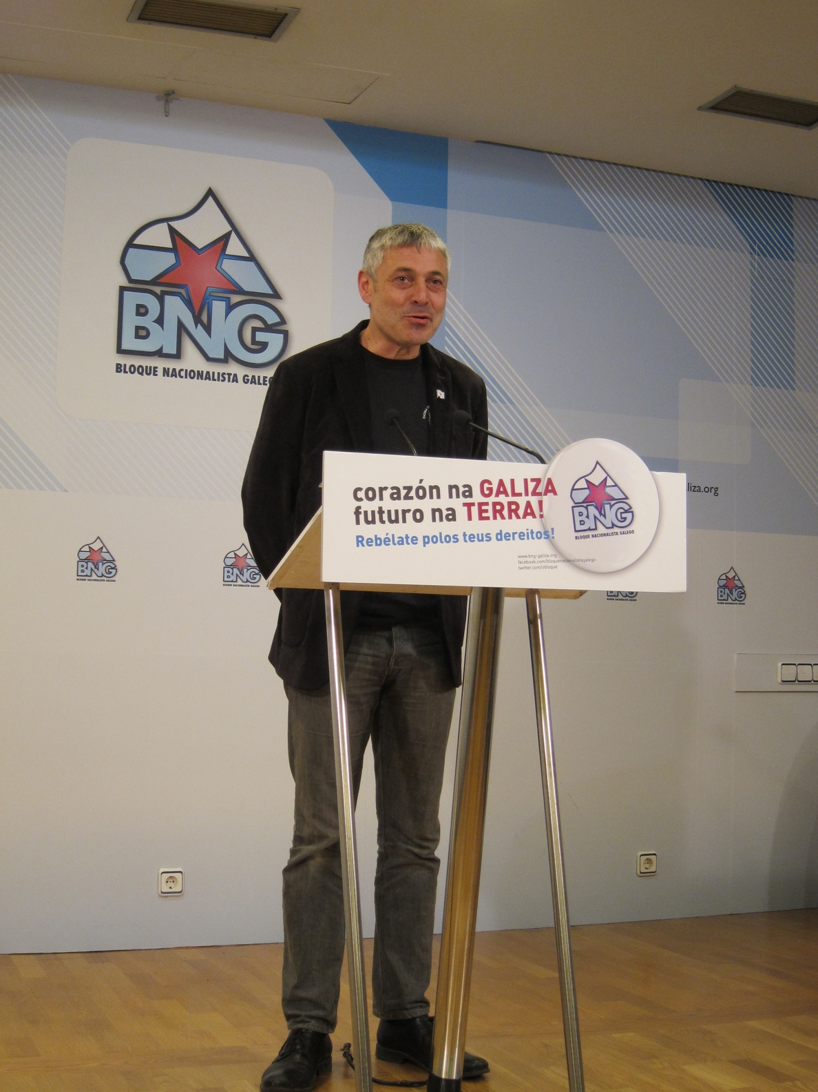El BNG acusa a Feijóo y Escotet de «fraude» por no resolver en los meses prometidos la «gran estafa» de las preferentes