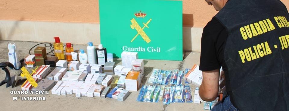 Tres detenidos en un pueblo de Burgos por sustraer material de farmacia