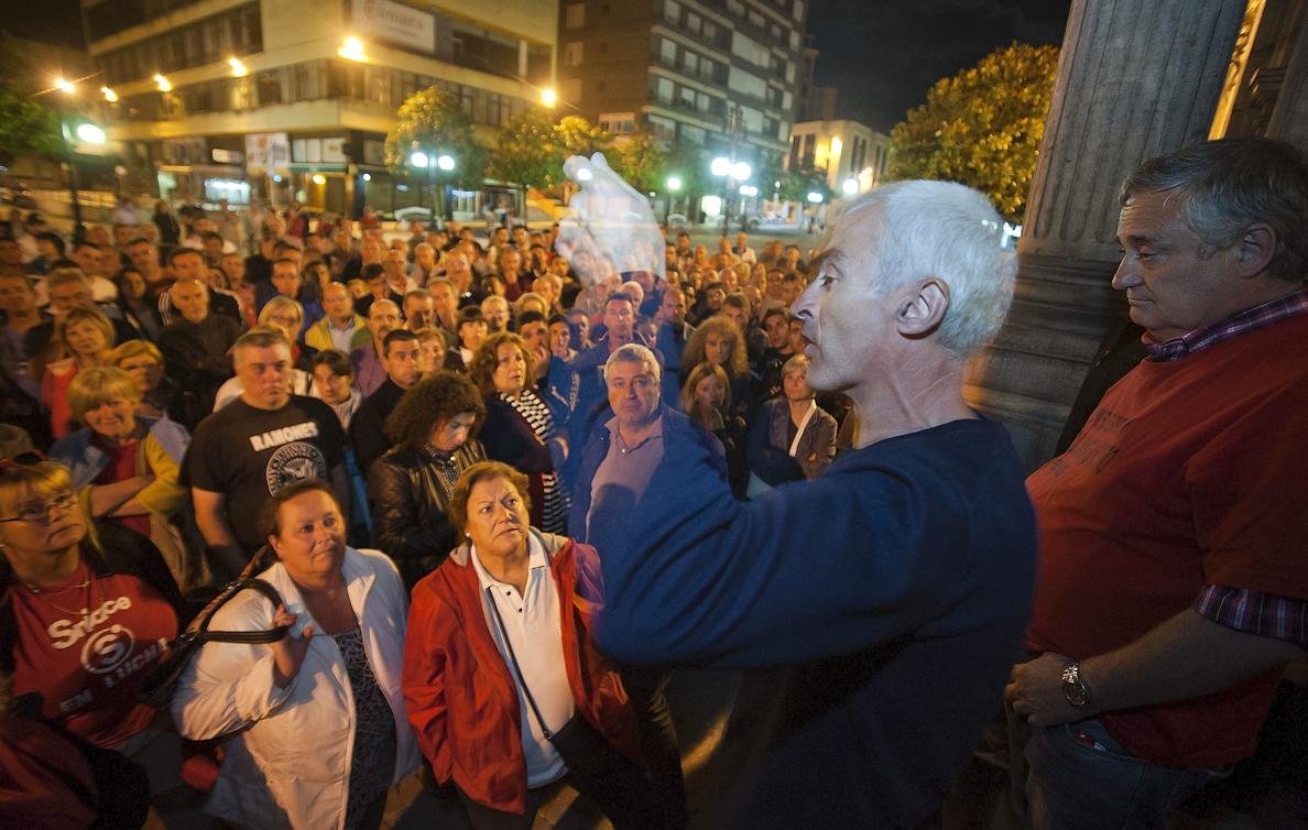 Los trabajadores de Sniace deciden hoy si recurren la sentencia de la Audiencia Nacional