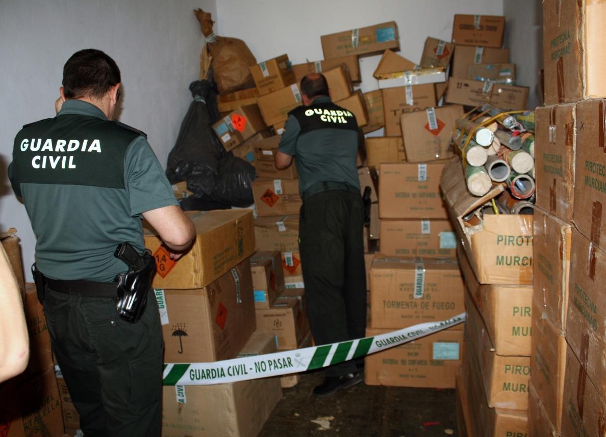 Guardia Civil desmantela un taller pirotécnico ilegal en Archena con 5.000 artículos de fuegos artificiales