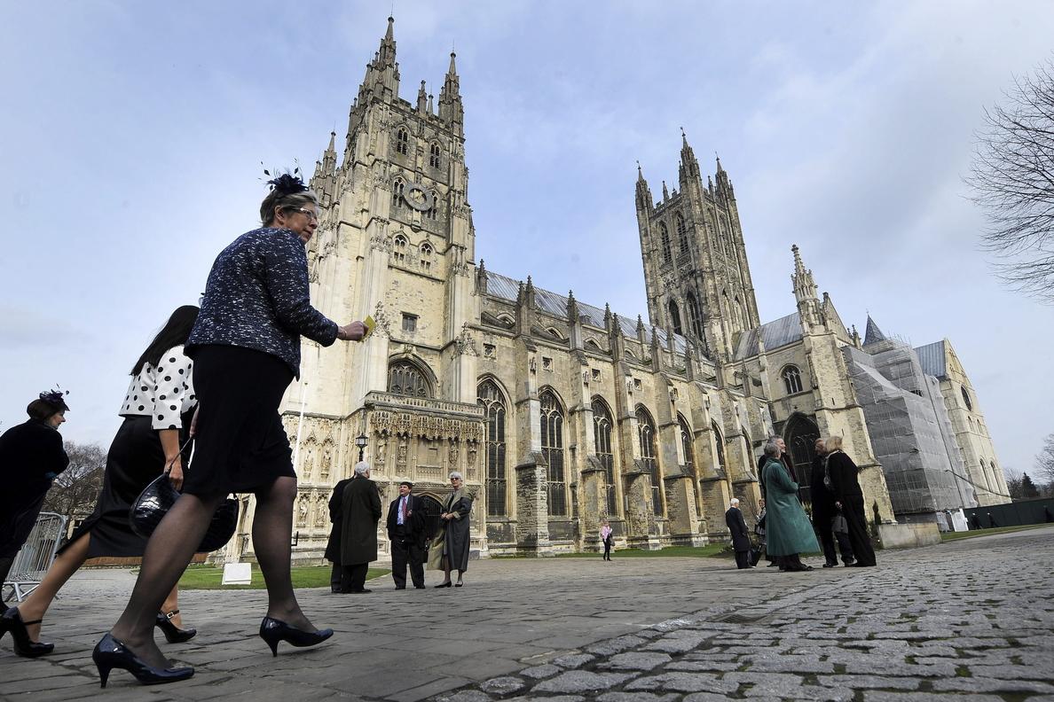 La Iglesia anglicana abre sus puertas a la ordenación de obispas