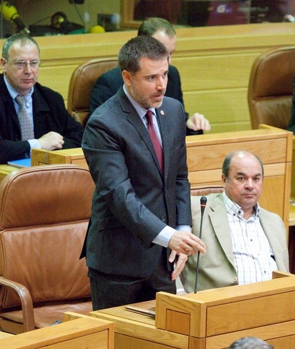 Los populares Jacobo Moreira y Ramón Santos toman posesión de sus actas como diputados del Parlamento gallego