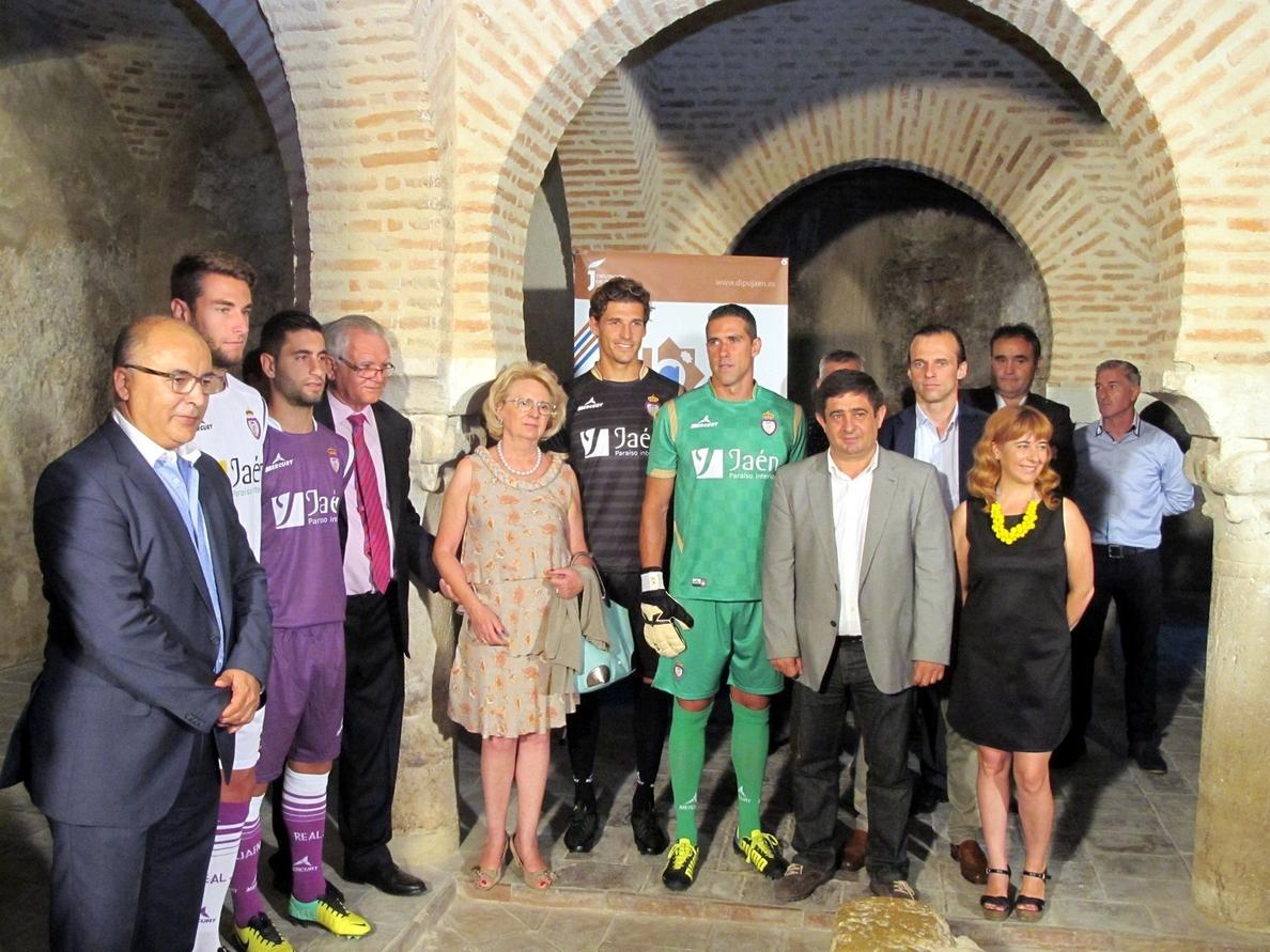 Los futbolistas del Real Jaén volverán a promocionar en sus camisetas la marca »Jaén, Paraíso Interior»