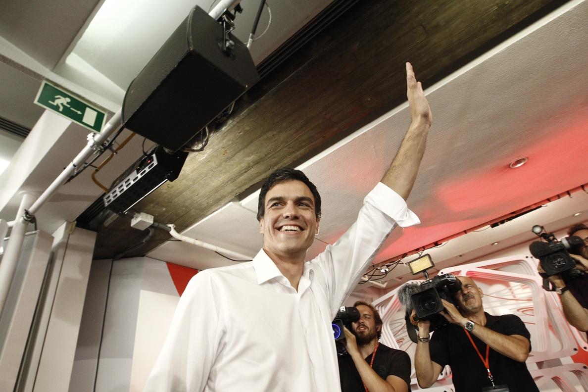 Sánchez habló el domingo con el Rey y con Rajoy, al que pedirá una reunión cuando sea elegido formalmente