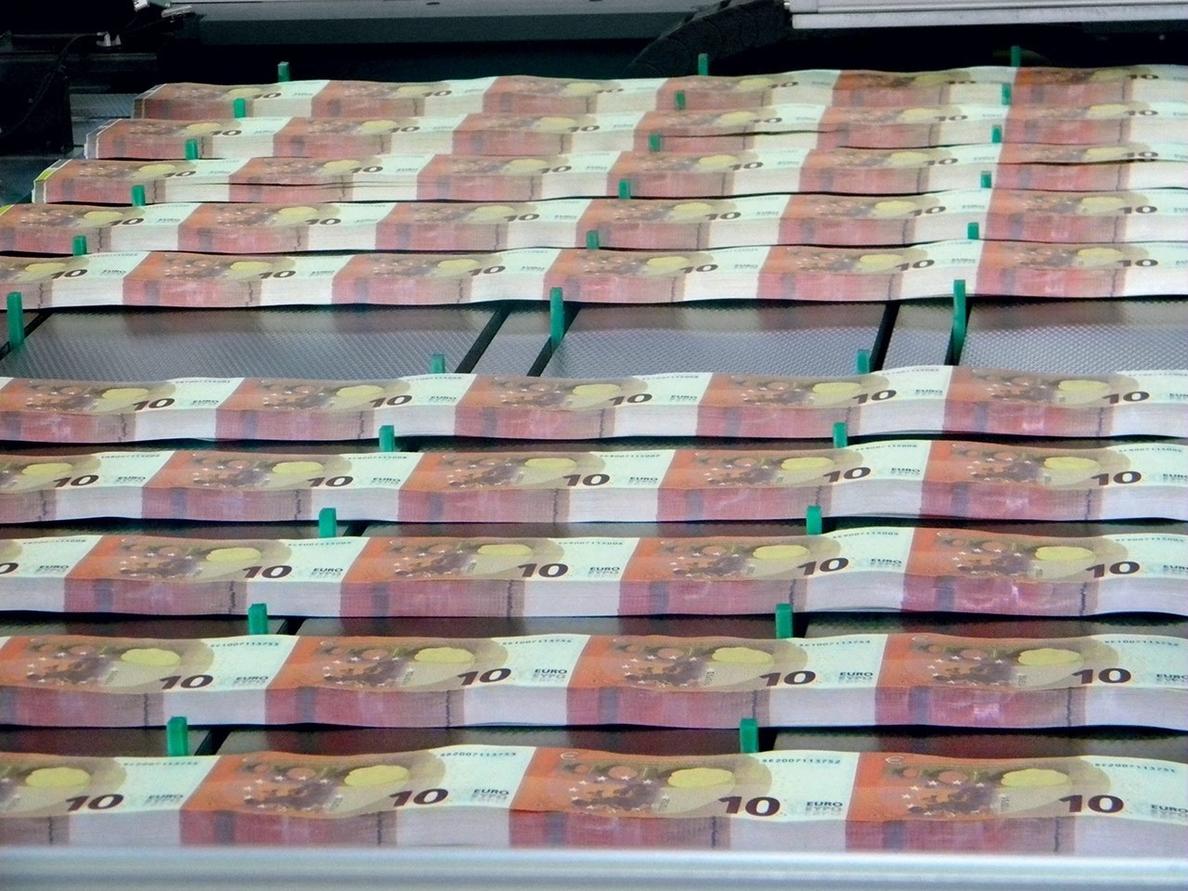 Los españoles son los europeos que pagan más comisiones por sus tarjetas de débito