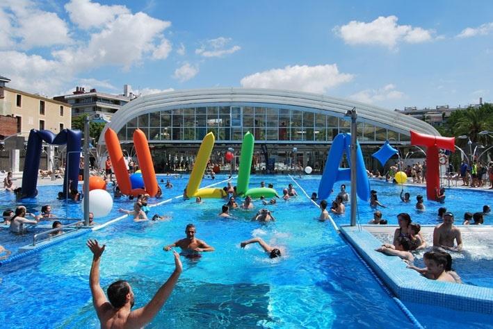La iniciativa »Mullat per l»esclerosi múltiple» recauda 300.000 euros en 615 piscinas