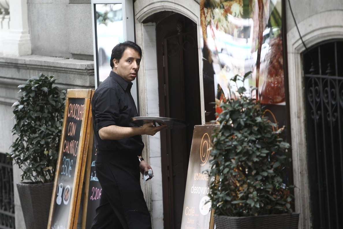 El peso de los trabajadores en el mercado laboral español baja del 10% por primera vez desde 2007