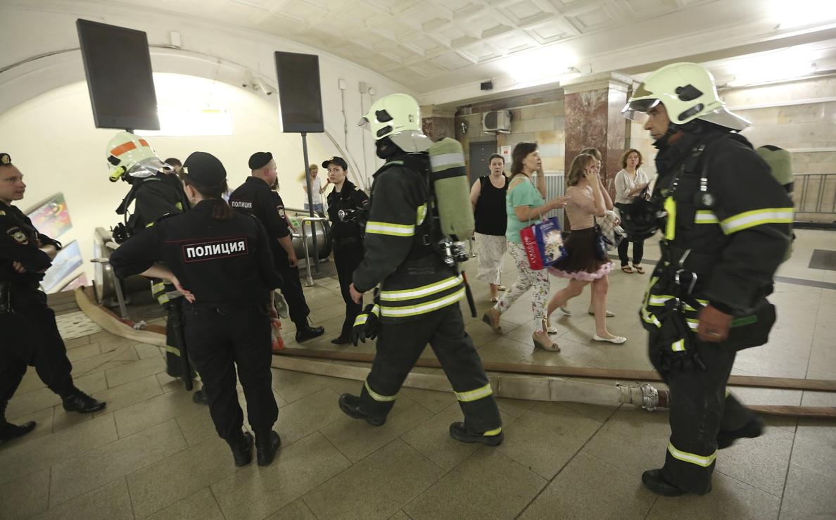 Ascienden a 10 los muertos en descarrilamiento en el metro de Moscú