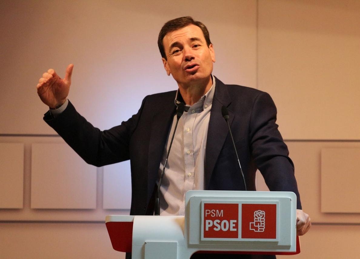 Sánchez prosigue con Tomás Gómez y García-Page sus reuniones en Ferraz