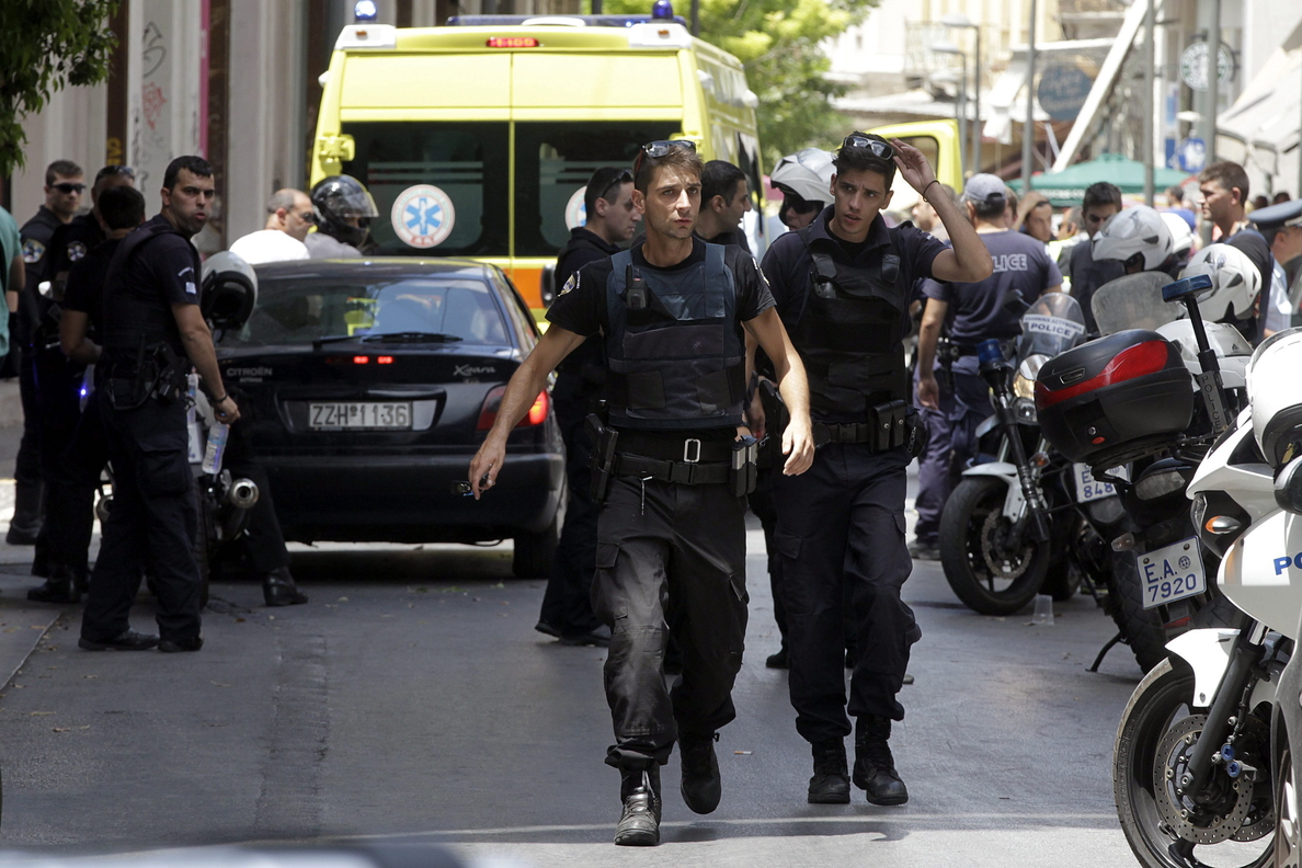 Detenido un terrorista fugado tras un tiroteo en el centro de Atenas