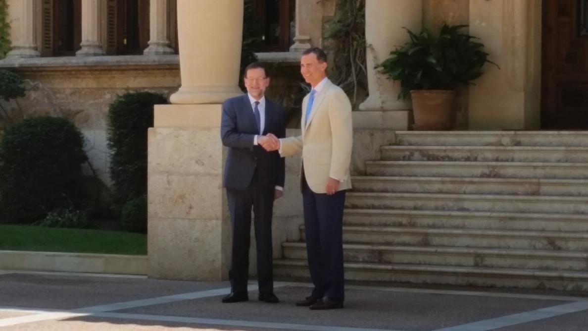 Comienza puntual el despacho veraniego entre el Rey Felipe VI y Rajoy