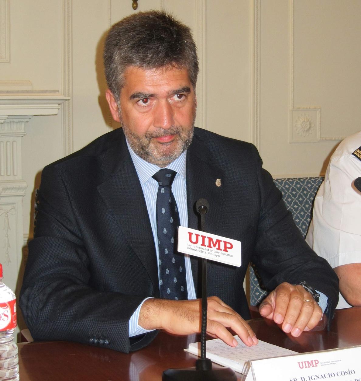 Cosidó niega devoluciones en caliente en Ceuta y Melilla y afirma que la Policía «cumple escrupulosamente la ley»