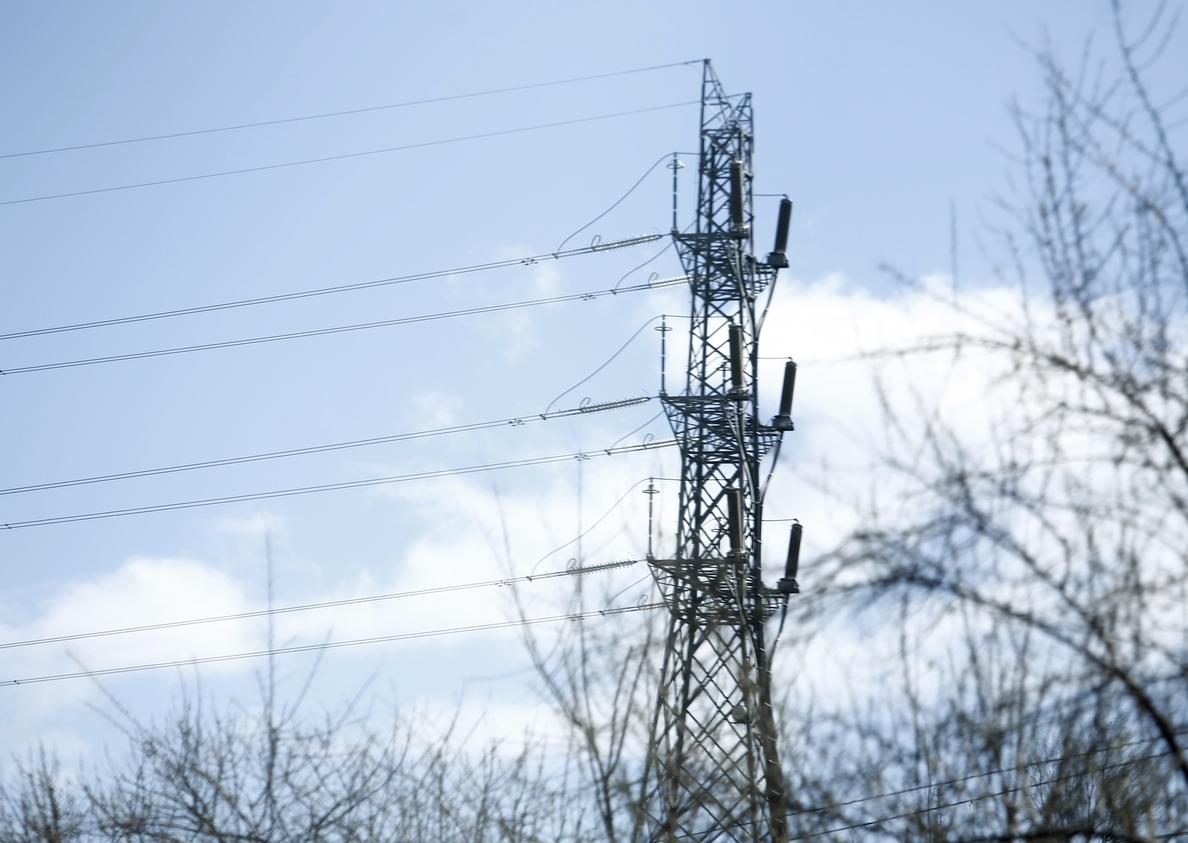 Industria permitirá a las eléctricas ceder a terceros el déficit de tarifa de 3.600 millones de 2013