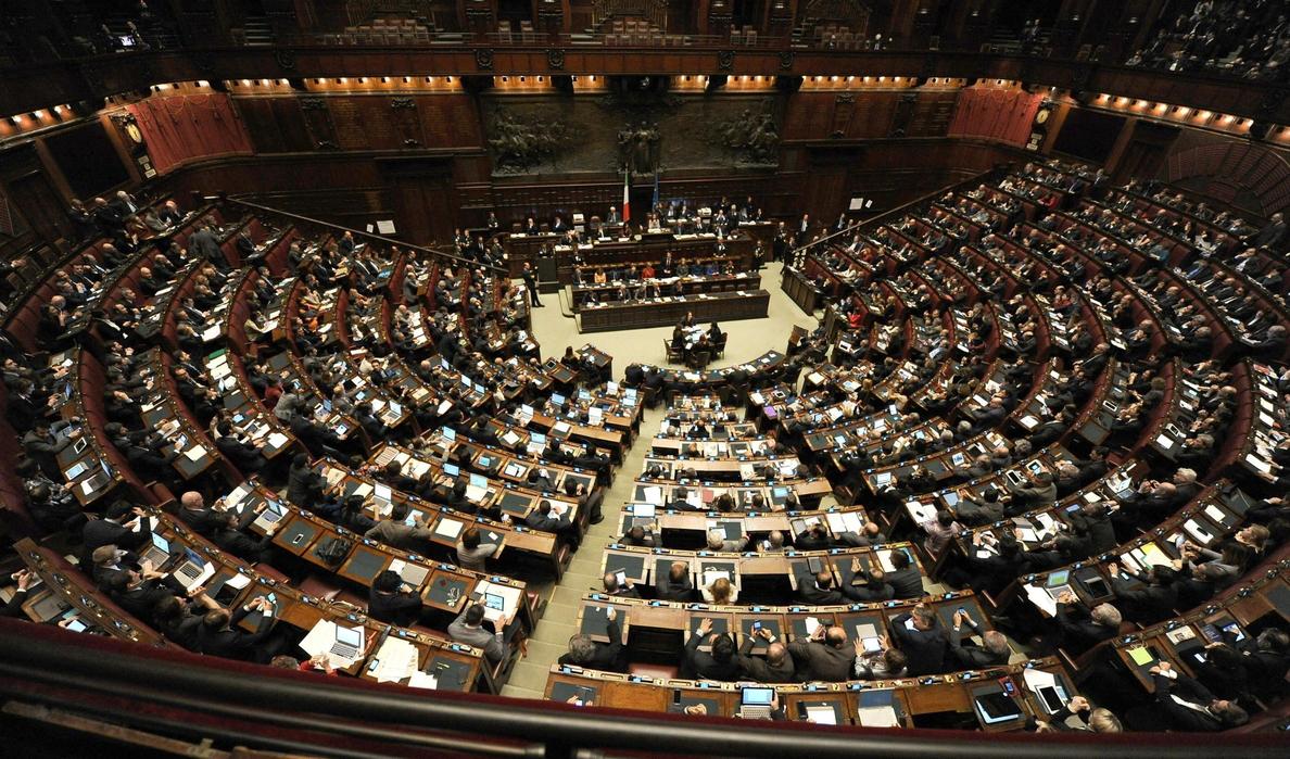 Italia elimina a 215 senadores en una reforma revolucionaria