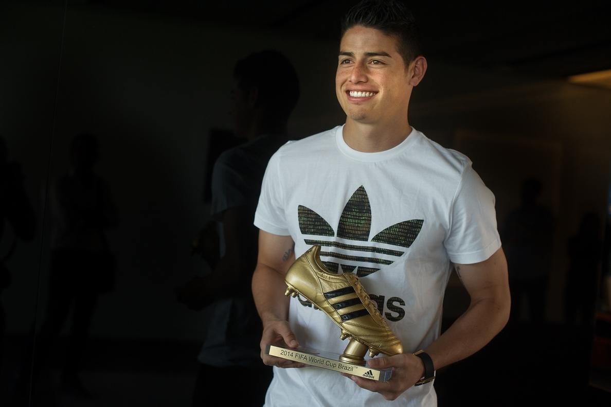 James Rodríguez recoge la Bota de Oro del Mundial y asegura que es feliz en el Real Madrid