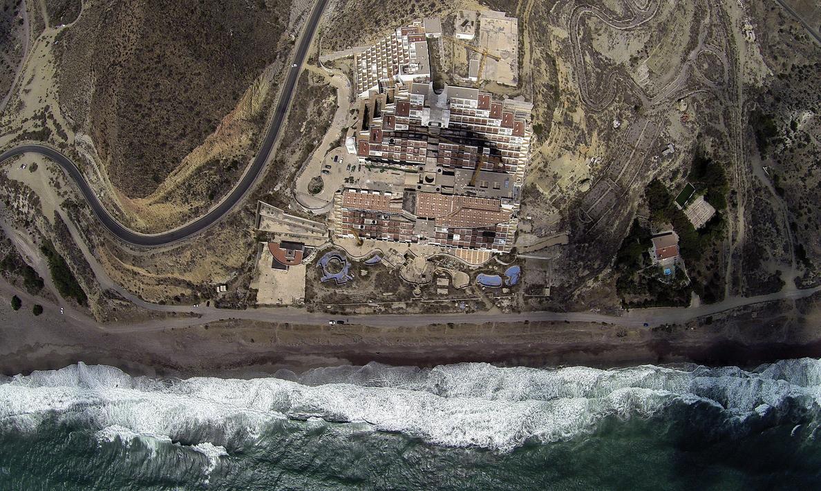 La Junta esperará a que haya «seguridad jurídica» para derribar El Algarrobico
