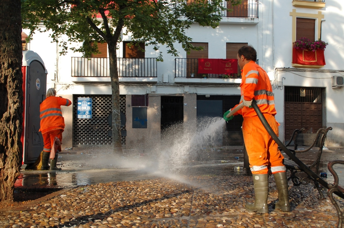 Sadeco incrementa cerca de un 15% la limpieza viaria de la ciudad en los últimos dos años