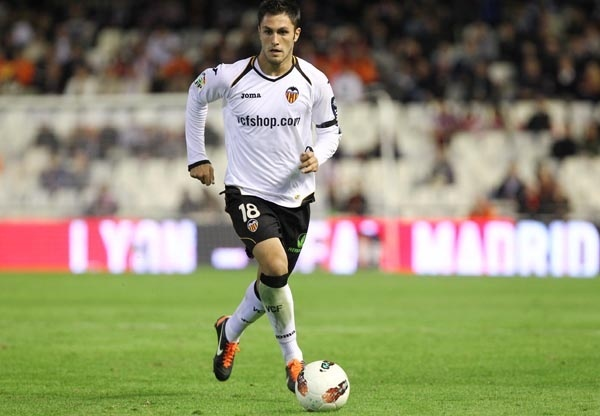 El Valencia cede a Víctor Ruiz al Villarreal