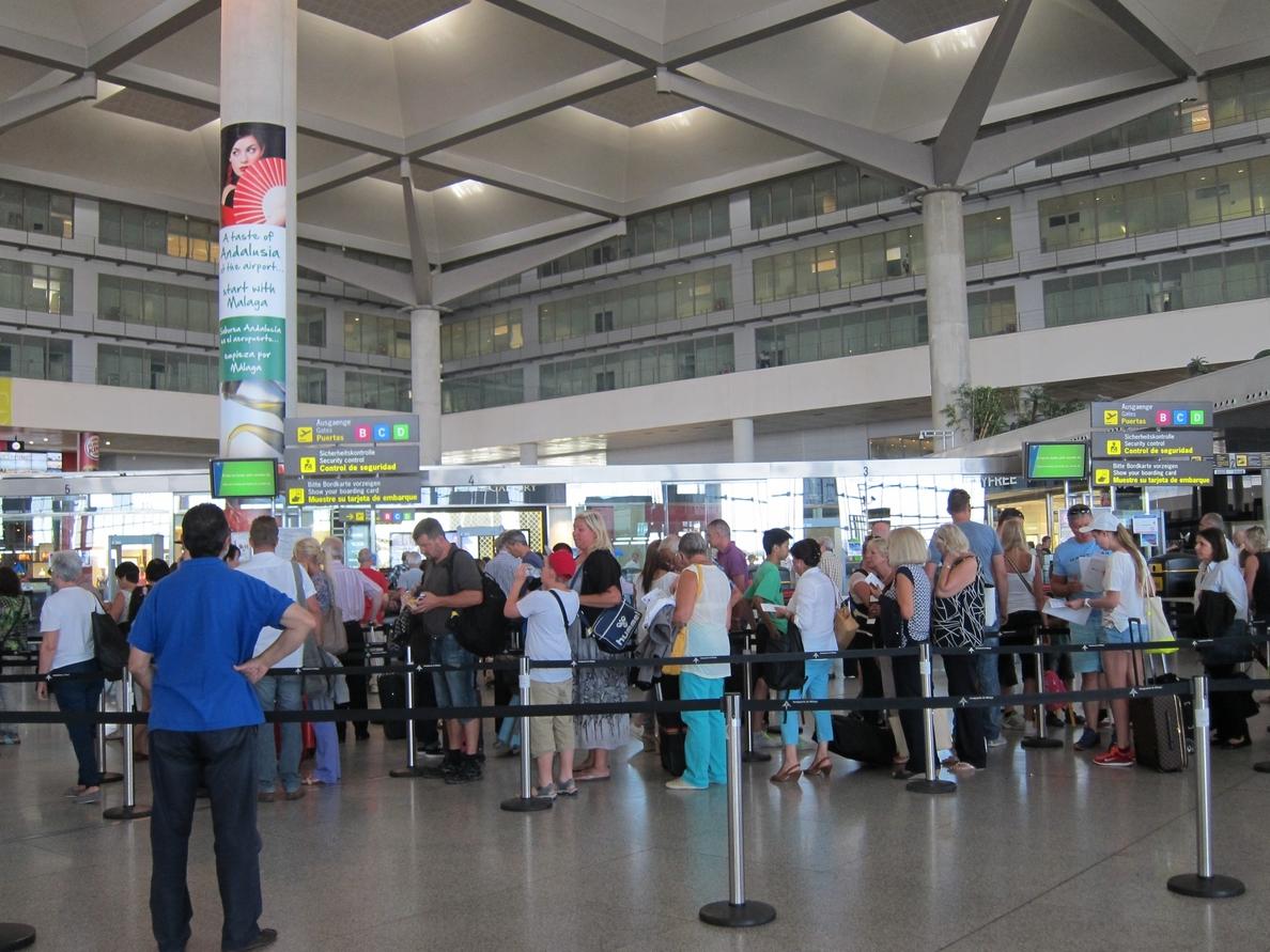 El aeropuerto incrementa un 5% el número de pasajeros en julio y se acerca ya a los 8 millones