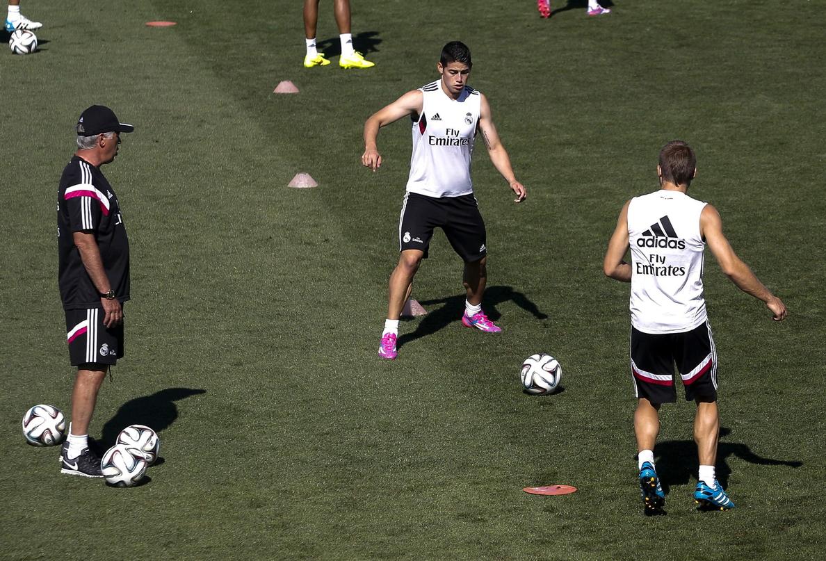 El balón, protagonista en la sesión de entrenamiento del Real Madrid