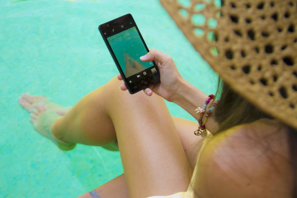 Los españoles ya no sabemos vivir sin móvil ni en vacaciones