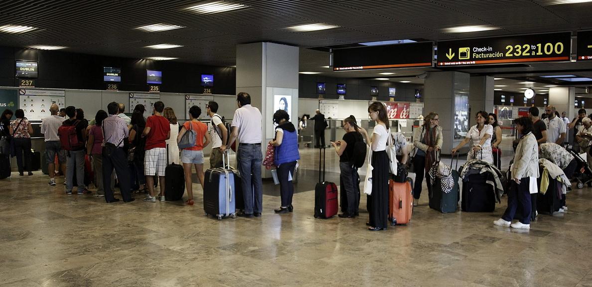 El tráfico aeroportuario crece un 4 por ciento en julio y suma nueve meses al alza