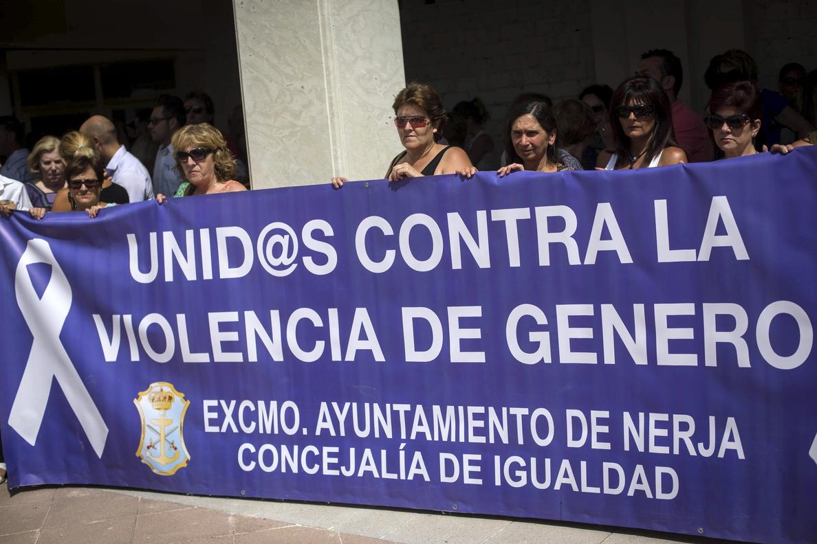 Apuñala a su mujer hasta cuatro veces delante de su hija y sobrevive en Valencia