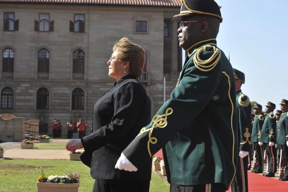 Bachelet se reúne con la viuda de Mandela en Ciudad del Cabo