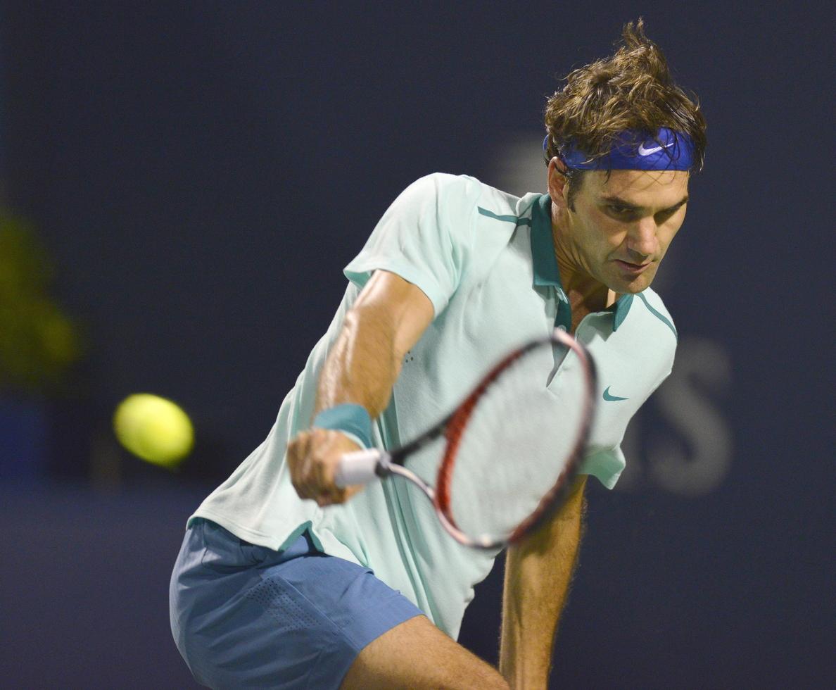 Federer, quince de quince con Ferrer, se enfrentará a F. López en semifinales