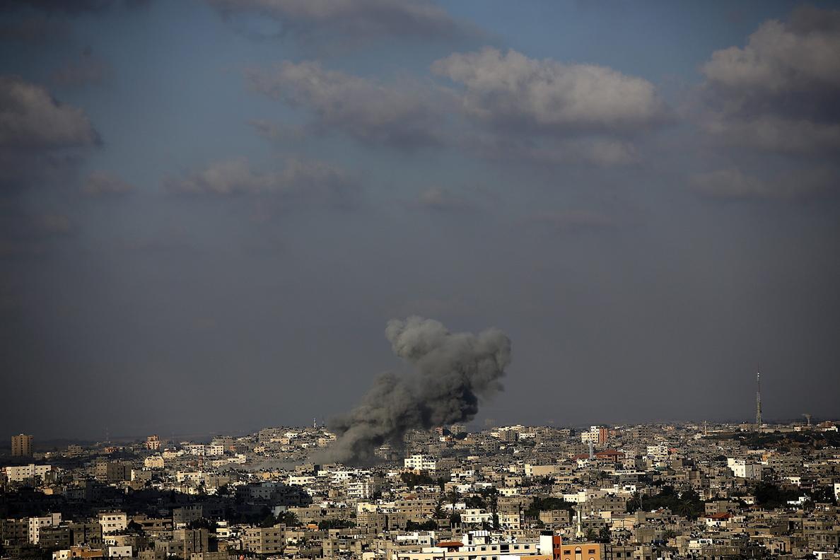 Israel ataca 30 blancos en Gaza y las milicias palestinas disparan 5 cohetes