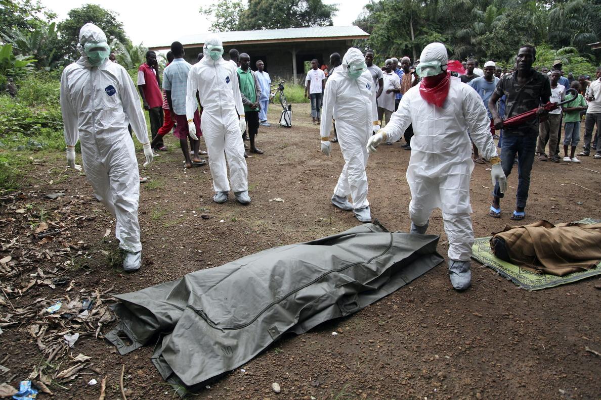 Los expertos alertan de que la situación del ébola en Africa está fuera de control