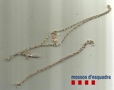 Prisión para un ladrón por robar cadenas de oro a ancianas en Castelldefels y Viladecans (Barcelona)