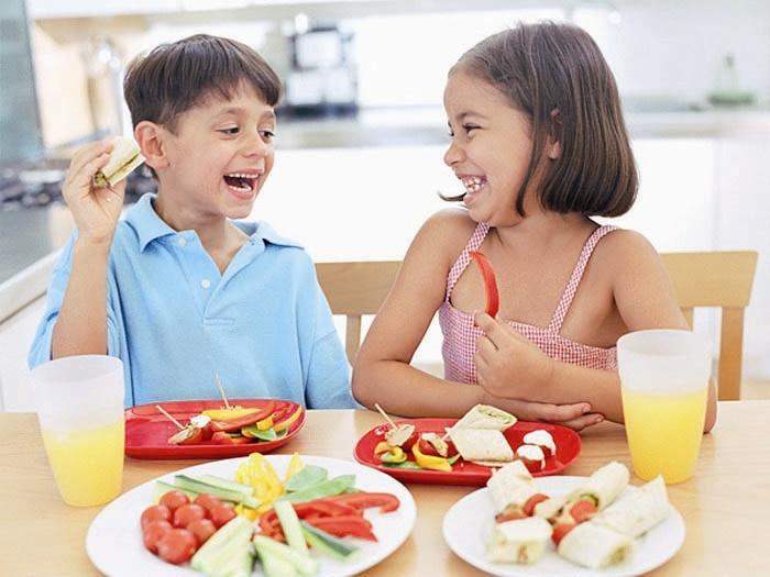 Solo el 12% de las familias asturianas prepara un menú diferente para los niños