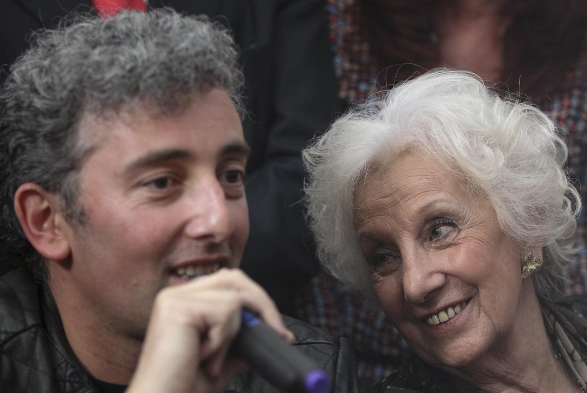 El abrazo de Estela de Carlotto y su nieto pone fin a 36 años de lucha