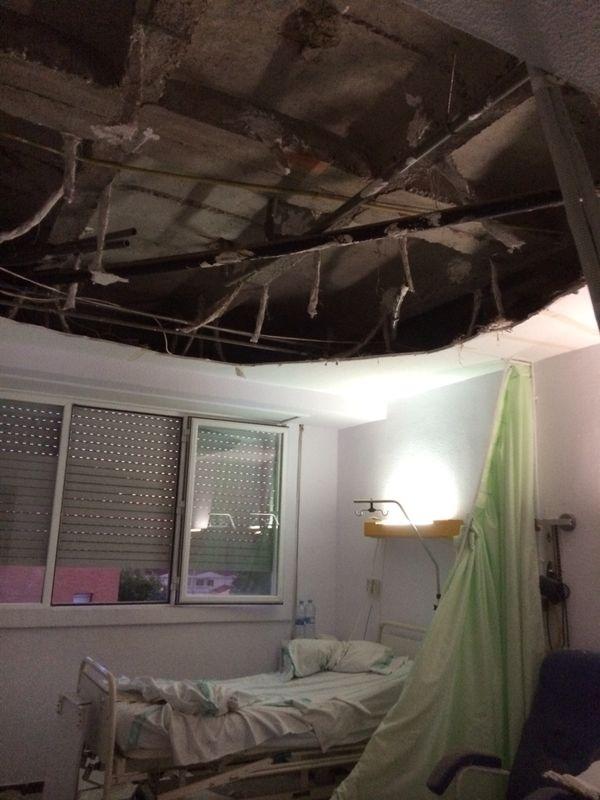 El techo de una habitación del hospital de Puertollano se derrumba y la alcaldesa pide a la Junta actuaciones inmediatas