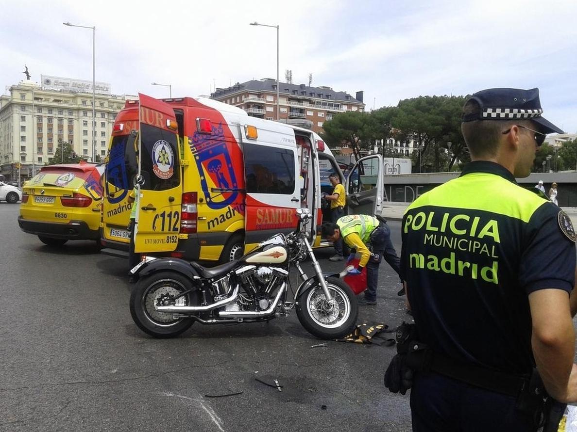 Un herido grave y otro leve en un accidente de tráfico en la Plaza de Colón