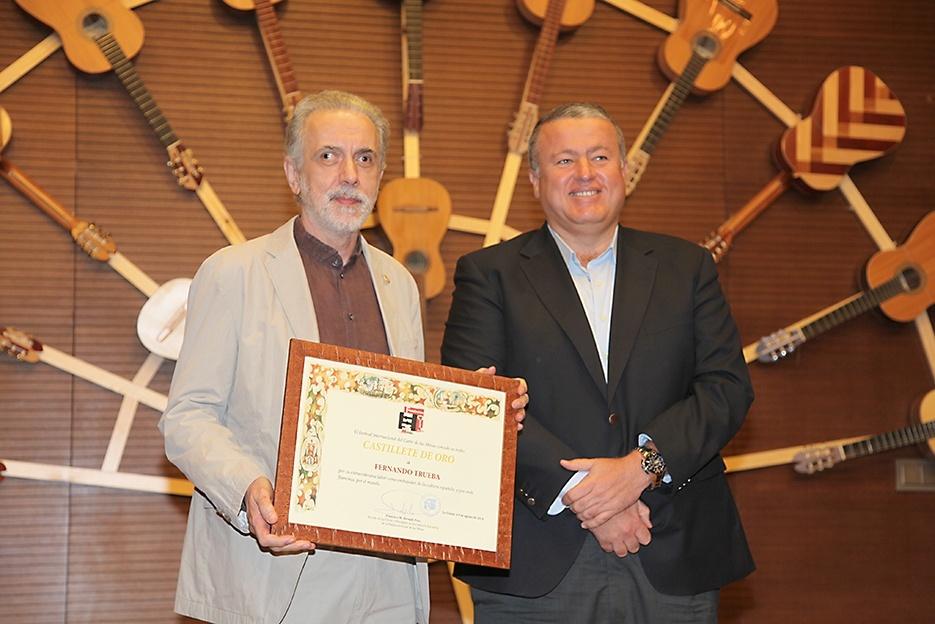 Fernando Trueba se convierte en embajador del Cante de las Minas con su »Castillete de Oro»
