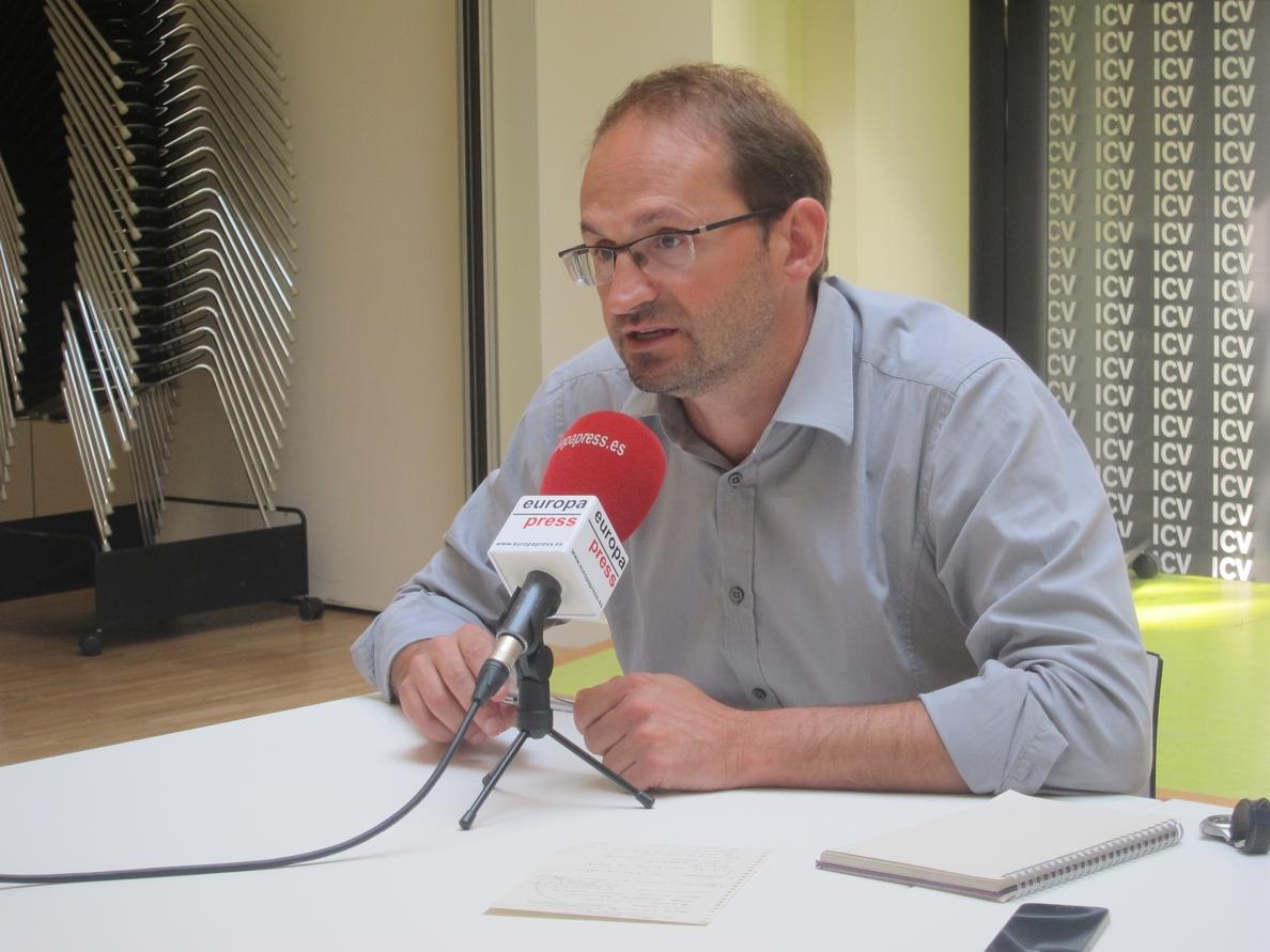 Herrera (ICV) reclama a los soberanistas defender Catalunya también de los «ataques» de Artur Mas